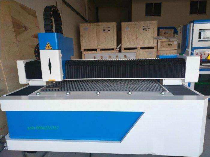 Máy cắt laser fiber 1000w giá rẻ tại thanh trì hà nội phù hợp cho xưởng cắt inox1