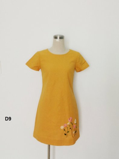 Đầm suông A họa tiết thêu ở lai thời trang tự thiết kế D92