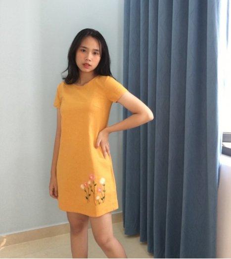Đầm suông A họa tiết thêu ở lai thời trang tự thiết kế D90