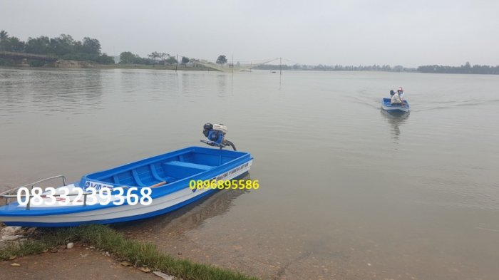 Thuyền composite chở 4-6 người0