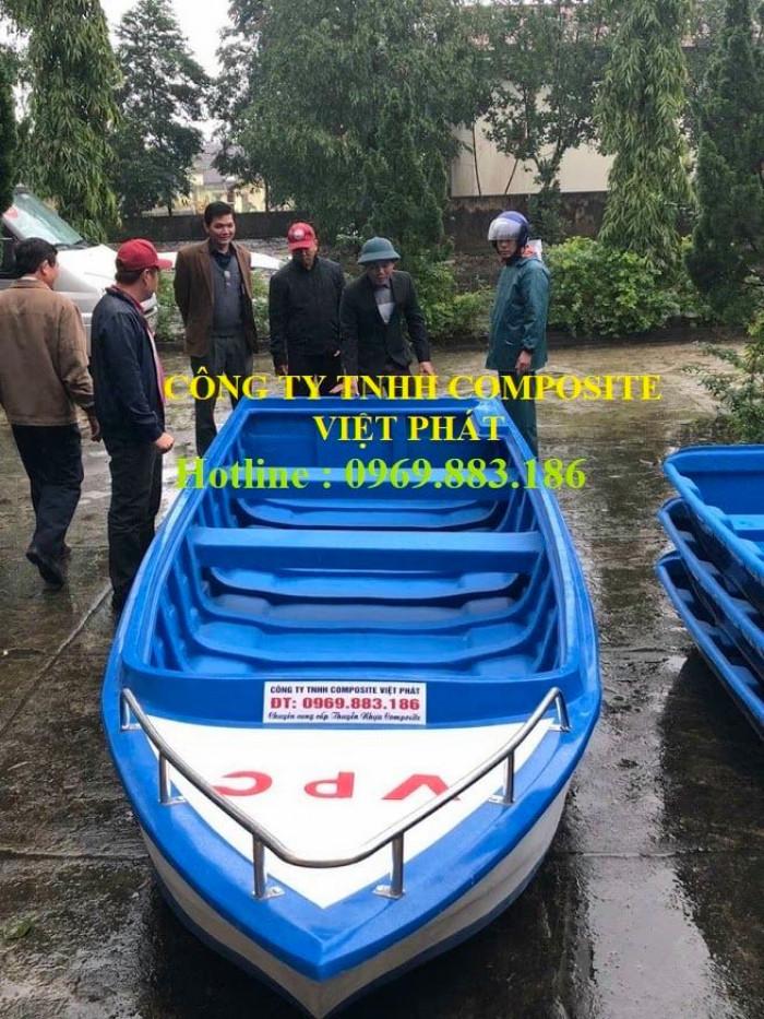 Thuyền composite dài 6m rộng 1.7m tải trọng 20 người cứu hộ lũ lụt Quảng Bình, Quảng Trị  - 0969883186 -Composite Việt Phát11