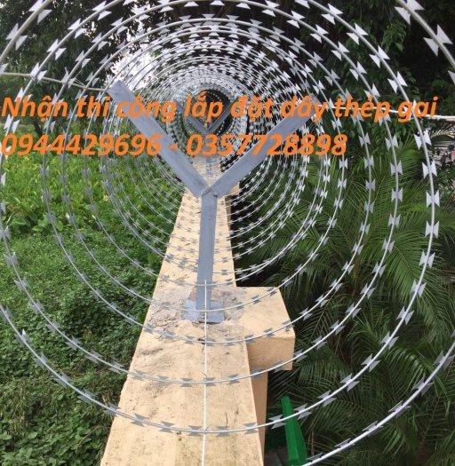 Thi công lắp đặt hàng rào dây thép gai0
