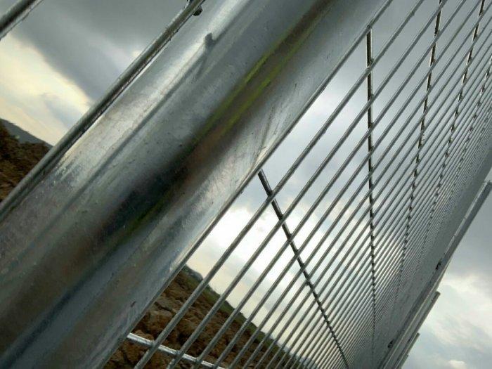 Hàng rào mạ nhúng nóng D5 a 50 x 2004