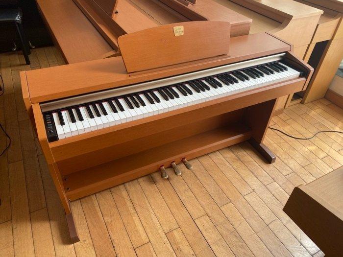 Piano điện Yamaha CLP 220c0