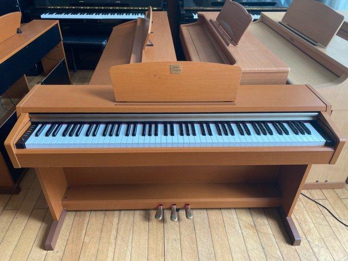 Piano điện Yamaha CLP 220c2