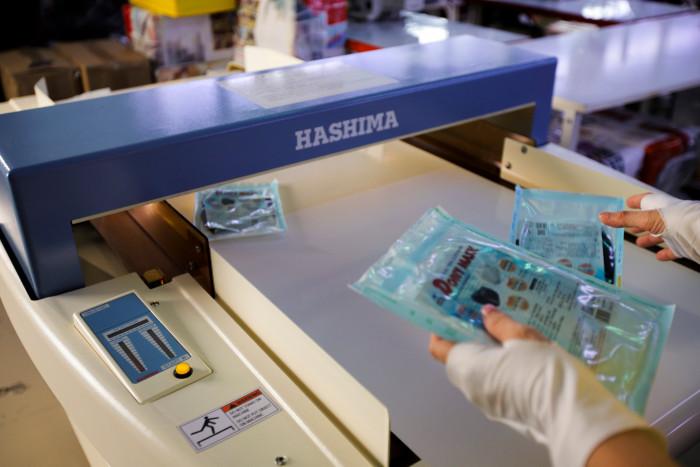 Công ty sản xuất khẩu trang vải kháng khuẩn - may in thêu logo thương hiệu - Dony Mask  - 09883257670