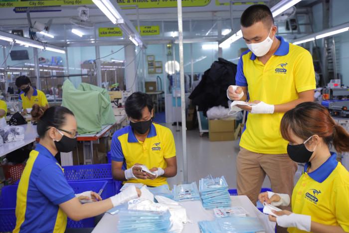 Công ty sản xuất khẩu trang vải kháng khuẩn - may in thêu logo thương hiệu - Dony Mask  - 09883257675