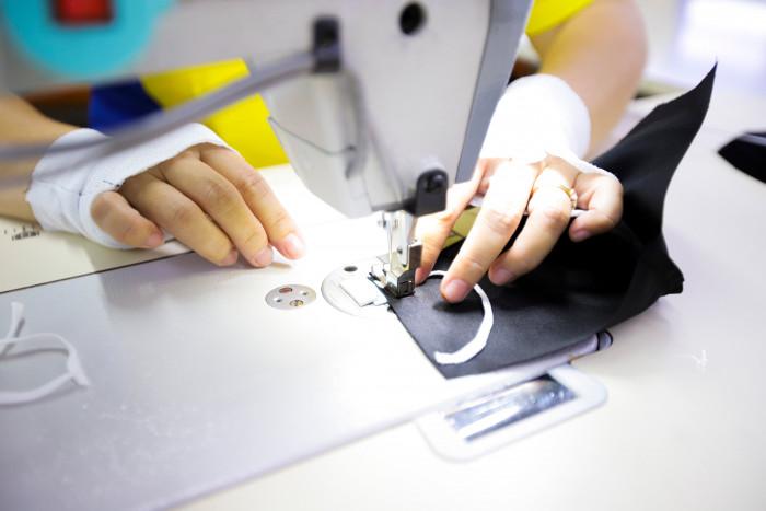 Công ty sản xuất khẩu trang vải kháng khuẩn - may in thêu logo thương hiệu - Dony Mask  - 09883257677
