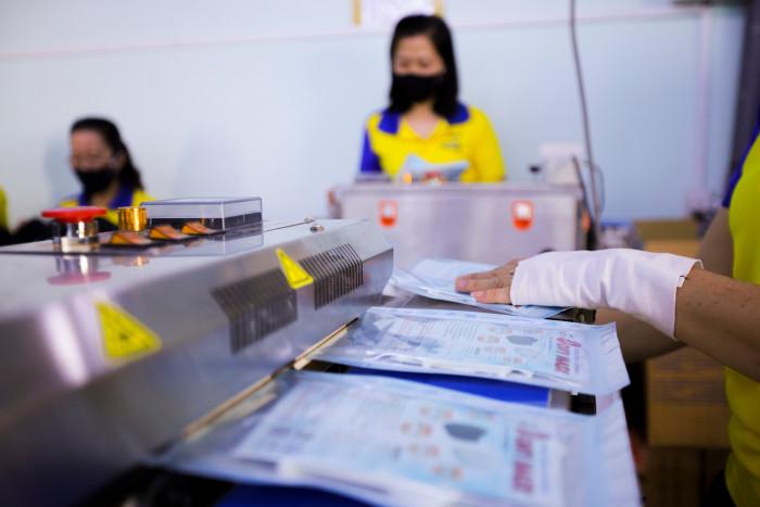 Công ty sản xuất khẩu trang vải kháng khuẩn - may in thêu logo thương hiệu - Dony Mask  - 098832576713