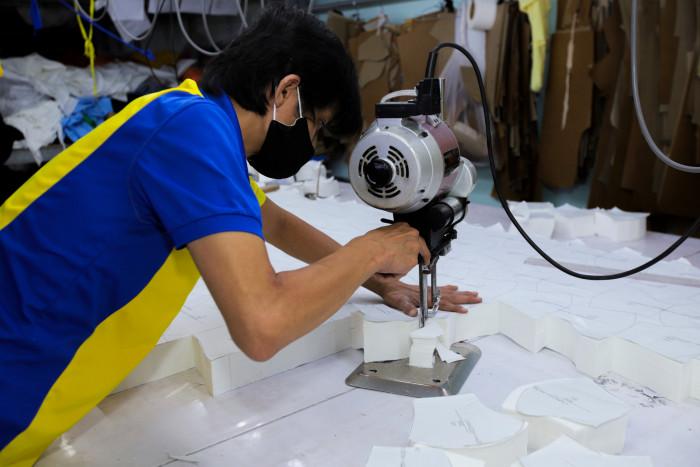 Công ty sản xuất khẩu trang vải kháng khuẩn - may in thêu logo thương hiệu - Dony Mask  - 098832576719