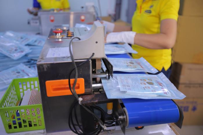 Công ty sản xuất khẩu trang vải kháng khuẩn - may in thêu logo thương hiệu - Dony Mask  - 098832576730
