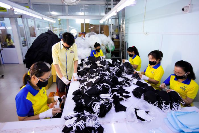 Công ty sản xuất khẩu trang vải kháng khuẩn - may in thêu logo thương hiệu - Dony Mask  - 098832576732