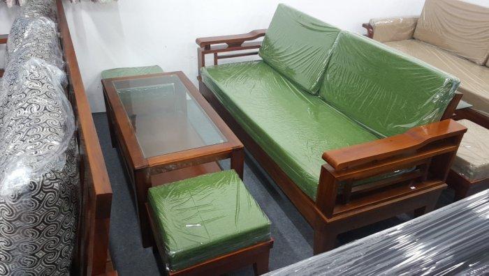 Mẫu sofa gỗ hiện đại cho phòng khách thêm sang trọng hơn4