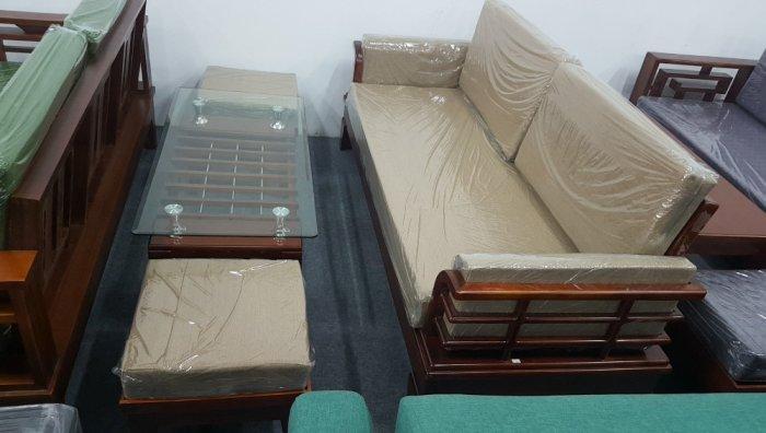 Mẫu sofa gỗ hiện đại cho phòng khách thêm sang trọng hơn3