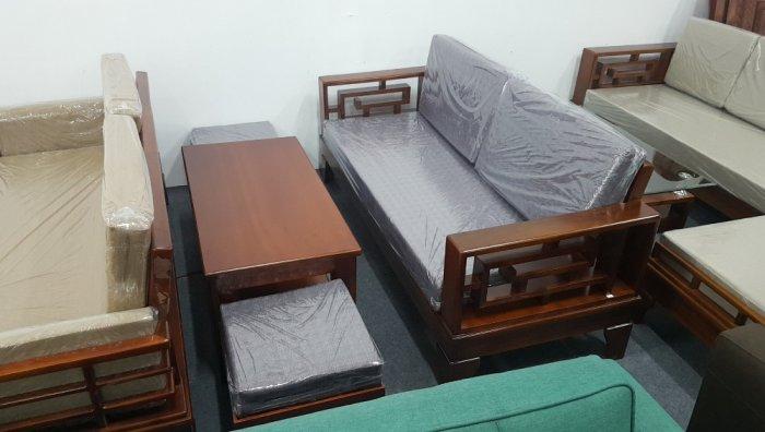 Mẫu sofa gỗ hiện đại cho phòng khách thêm sang trọng hơn2