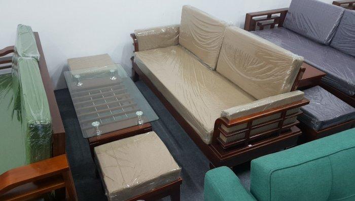 Mẫu sofa gỗ hiện đại cho phòng khách thêm sang trọng hơn1