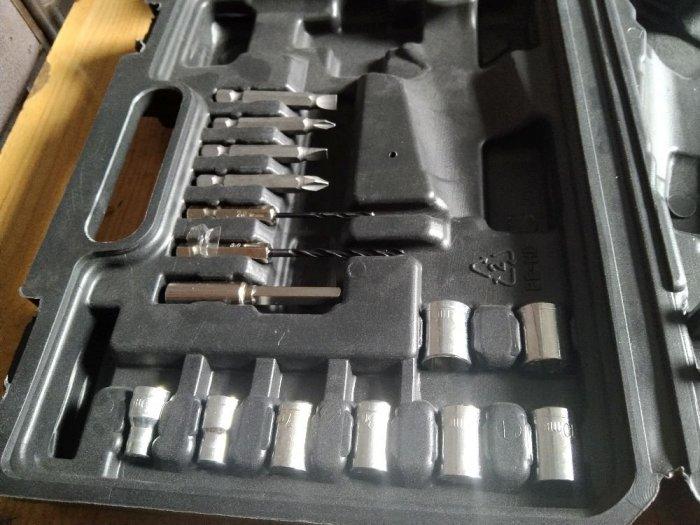 Máy khoan pin đa năng 32 chi tiết10