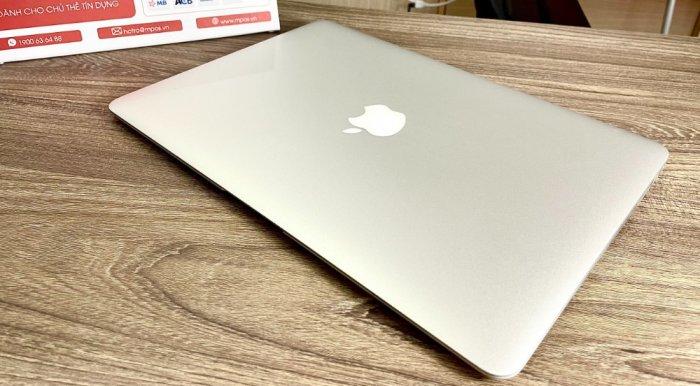 Macbook air 2015 13inch i5 8GB SSD 128GB Đẹp 99%0