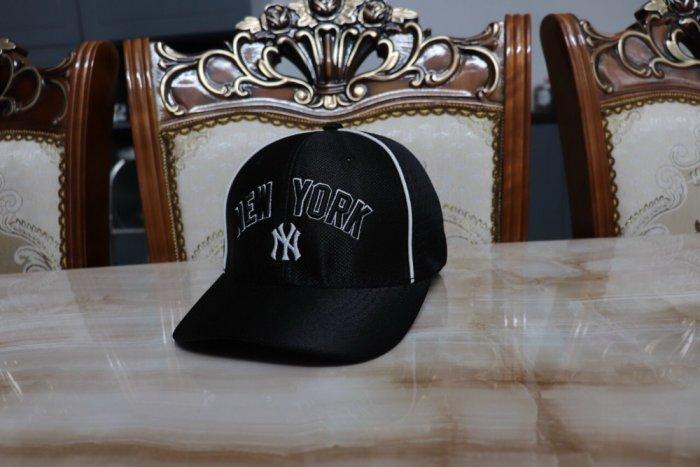 Nón kết nam nữ thời trang cao cấp New York trắng đen0