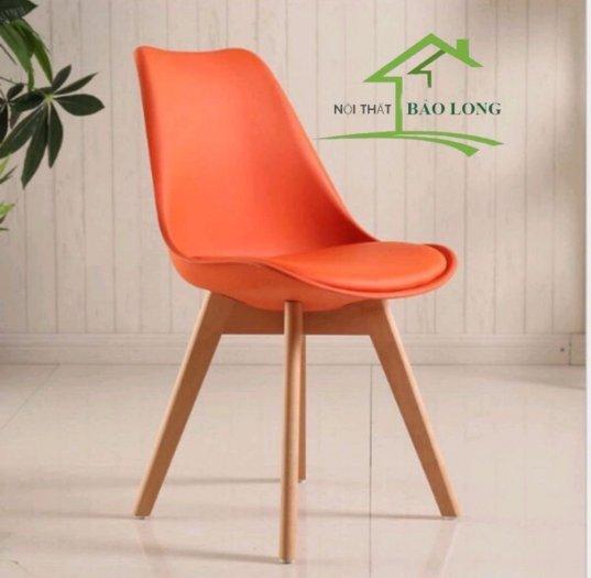 Ghế nhựa Eames chân gỗ màu cam0
