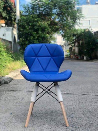 Ghế nệm da tam giác chân gỗ0