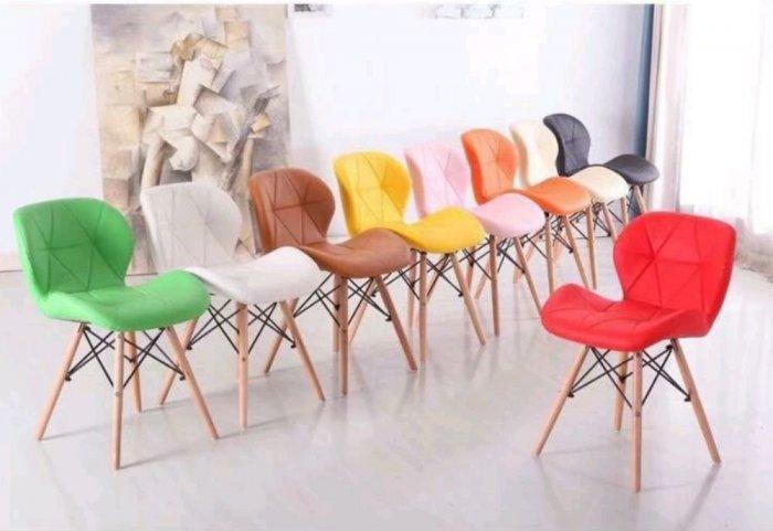 Ghế nệm da tam giác chân gỗ màu hồng phấn2