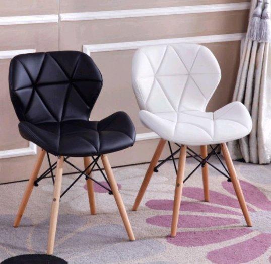 Ghế da tam giác chân gỗ màu đen huyền bí4