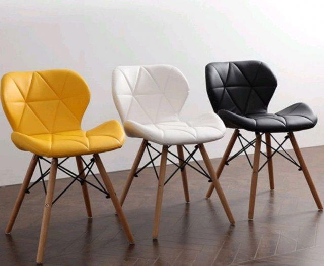 Ghế da tam giác chân gỗ màu đen huyền bí2