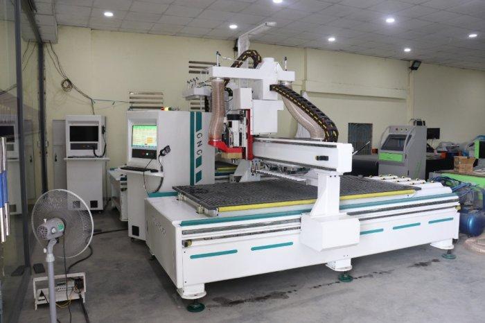 Máy CNC Trung Tâm K8 - Phục vụ cho cắt khắc ngành quản cáo1