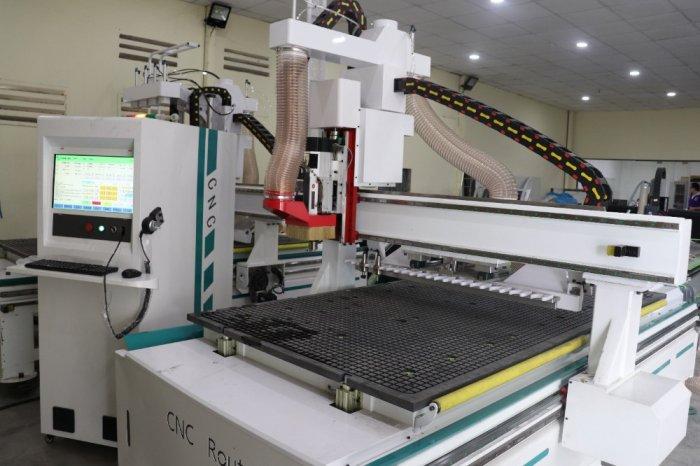 Máy CNC Trung Tâm K8 - Phục vụ cho cắt khắc ngành quản cáo0