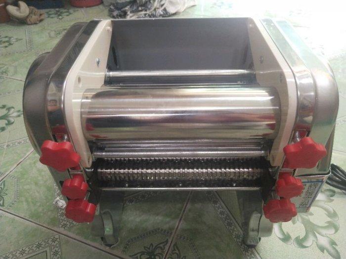 Máy cán bột, máy cán và cắt sợi mì3