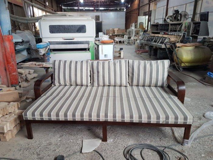 Sofa giường gỗ kéo sang trọng cho phòng khách tại Dĩ An, Bình Dương2