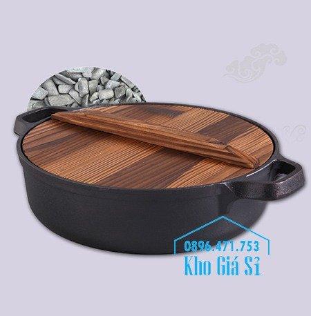 Bán nồi gang đen đúc nguyên khối nấu lẩu cho nhà hàng kiểu Nhật - Nồi gang đen nắp đậy bằng gỗ nấu cơm cháy truyền thống6