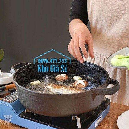 Chuyên cung cấp nồi gang đen đúc nguyên khối, nồi gang đen nấu lẩu cho nhà hàng, nồi gang đen cao cấp nhập khẩu nắp gỗ45