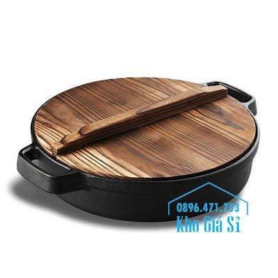 Chuyên cung cấp nồi gang đen đúc nguyên khối, nồi gang đen nấu lẩu cho nhà hàng, nồi gang đen cao cấp nhập khẩu nắp gỗ6