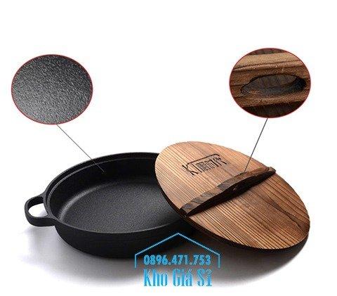 Chuyên cung cấp nồi gang đen đúc nguyên khối, nồi gang đen nấu lẩu cho nhà hàng, nồi gang đen cao cấp nhập khẩu nắp gỗ2