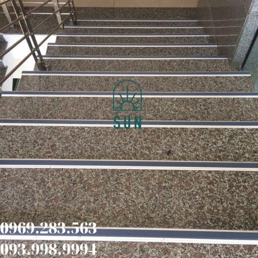 Nẹp chống trơn bậc cầu thang chữ L - Nẹp chống trơn bậc cầu thang hợp kim nhôm cao cấp.6