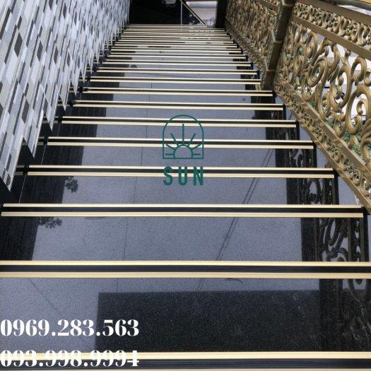 Nẹp chống trơn bậc cầu thang chữ L - Nẹp chống trơn bậc cầu thang hợp kim nhôm cao cấp.5