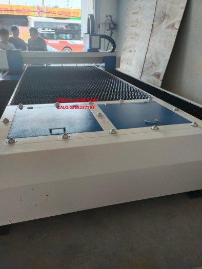 Máy laser fiber cnc cắt kim loại công nghiệp YH-30155