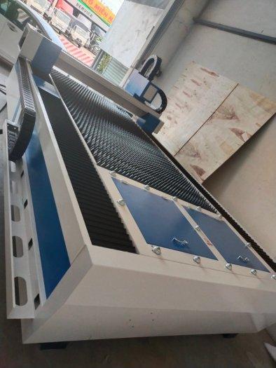 Máy laser fiber cnc cắt kim loại công nghiệp YH-30153