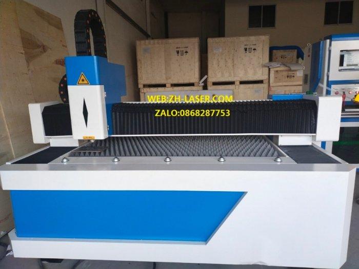 Máy laser fiber cnc cắt kim loại công nghiệp YH-30151