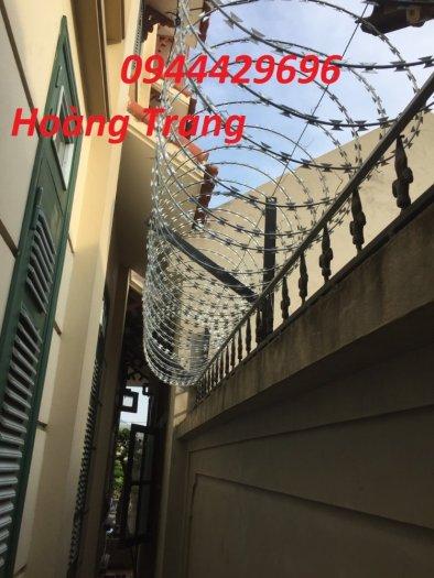 Hàng rào thép gai hình dao chống trộm0