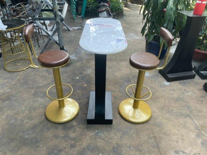 Ghế bar sắt xoay màu vàng đồng1