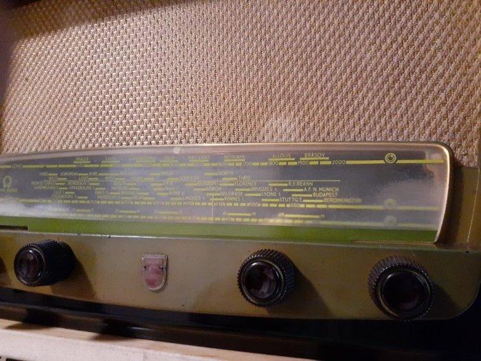 Đài  điện tử  Philips của Anh2