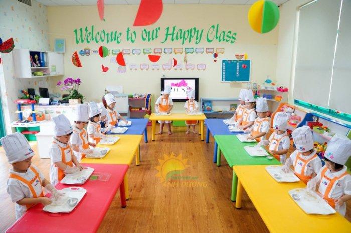Bàn và ghế nhựa nhập khẩu cho trường mầm non, lớp mẫu giáo, nhóm trẻ, gia đình7