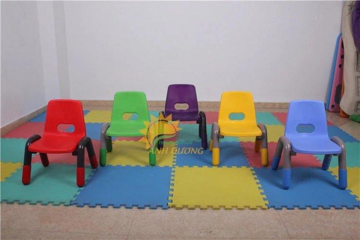 Bàn và ghế nhựa nhập khẩu cho trường mầm non, lớp mẫu giáo, nhóm trẻ, gia đình1
