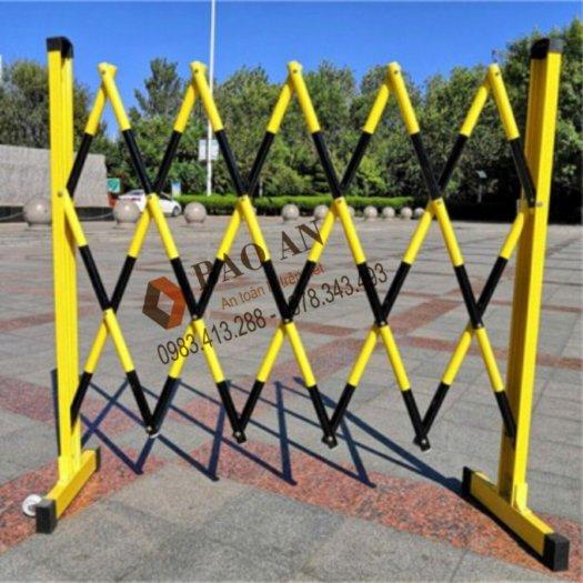 Hàng rào bảo vệ nhựa composite trắng đỏ và vàng đen1