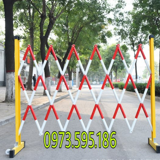 Hàng rào bảo vệ nhựa composite trắng đỏ và vàng đen0