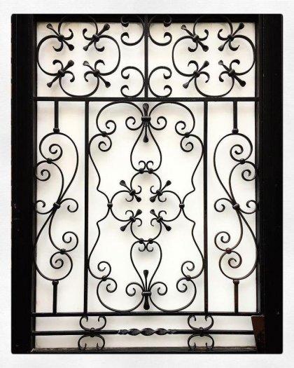 Top 10 mẫu song cửa sổ, khung bảo vệ cửa sổ sắt uốn đẹp với giá tốt nhất3