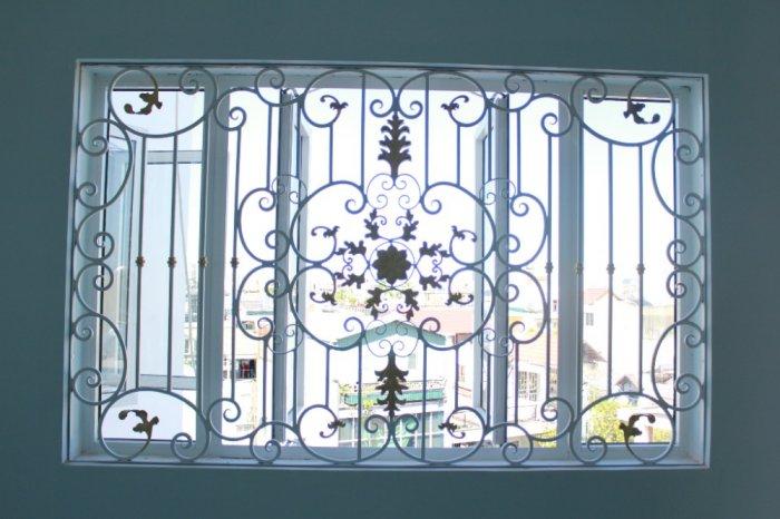 Top 10 mẫu song cửa sổ, khung bảo vệ cửa sổ sắt uốn đẹp với giá tốt nhất2